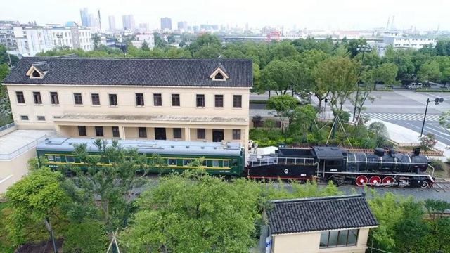 """惊艳!海宁西山公园""""火车图书馆""""将迎客啦,约起!"""