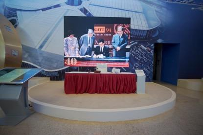 【伟大的变革——庆祝改革开放40周年大型展览之七】开放的中国与世界携手进步