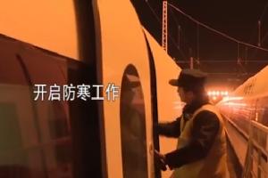 """2019年春运:高铁打温 """"暖男""""的一天"""