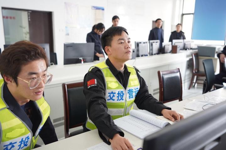 """高速巡查员应吉波:高速""""体检师""""的第7个春节"""