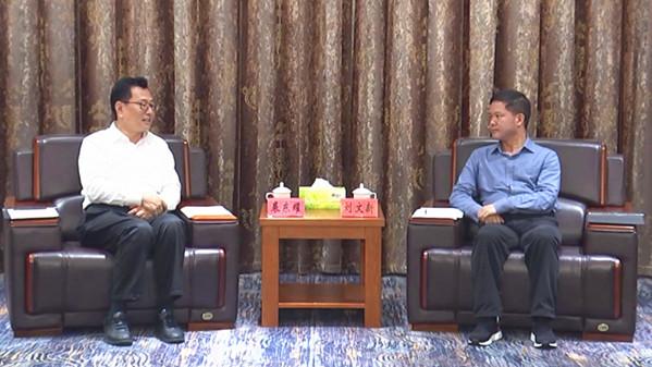 裘东耀在黔西南与刘文新杨永英座谈:同心协力扩大扶贫成果