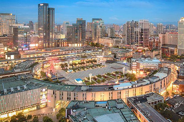 【航拍】富有情趣的城市CBD广场——天一广场