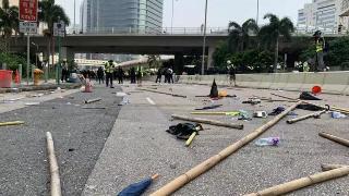 香港特区政府:对示威者暴力行为予以强烈谴责