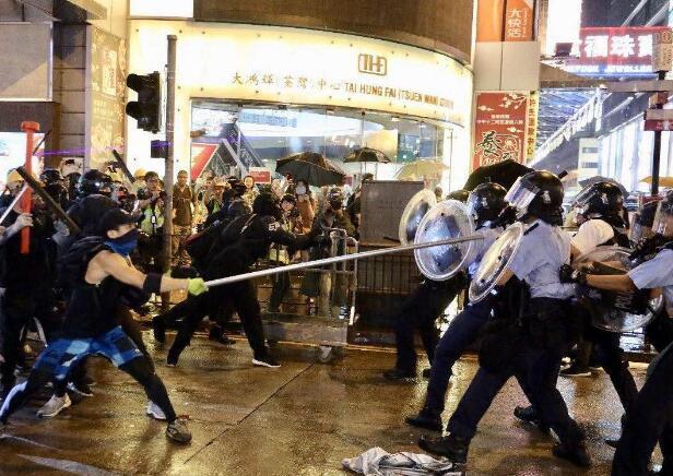 香港特区政府发表声明,严厉谴责激进示威者升级暴力行为