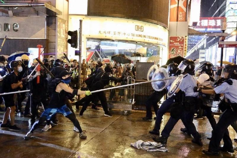 香港警方:近日再拘捕13人,对所有暴力行为绝不姑息