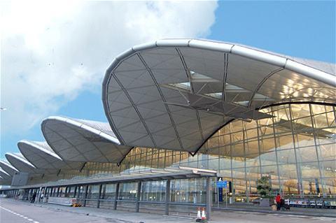 香港机管局谴责示威者干扰机场行为,重申临时禁制令