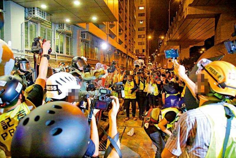 暴徒假扮记者被查 香港记协:抓假记者妨碍新闻自由