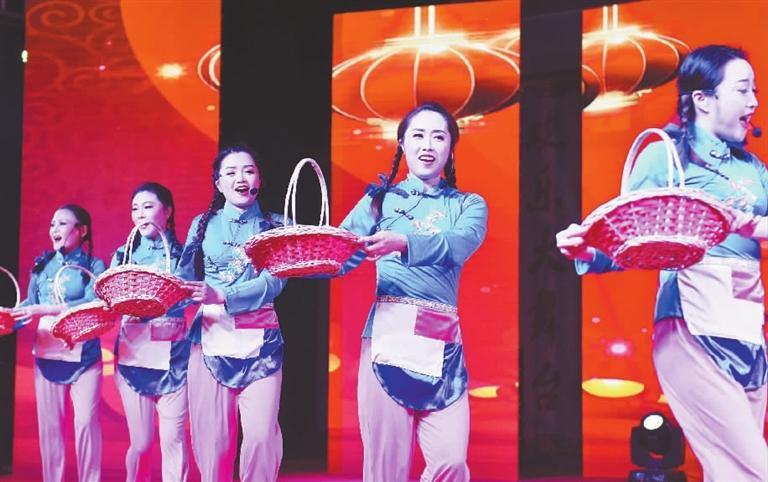"""""""火红梁弄""""艺术团:公益巡演传递文明新风"""