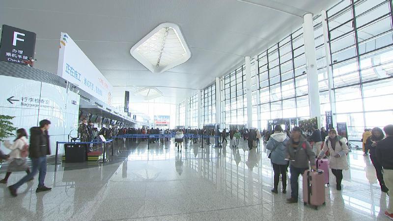 机场新年第一天 旅客纷纷点赞新航站楼