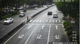 慈溪今年开出不文明礼让斑马线罚单23073张 私家车占比98.67%!