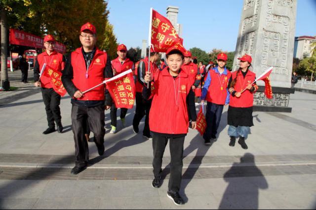 """2万余名""""红马甲""""活跃在大街小巷 奉化""""志愿红""""擦亮城市文明底色"""