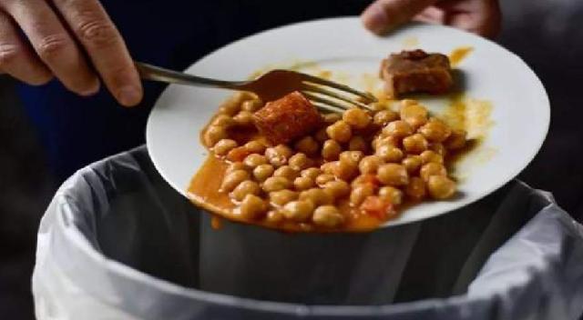 剩菜多的菜品下架,餐厅为杜绝浪费采用末位淘汰制
