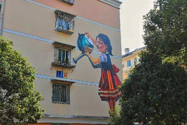 """迈向文明典范丨社区里的创意墙绘为居民生活添""""色彩"""""""