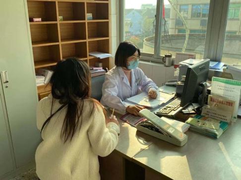 留甬过年12个年头 这名家庭医生说:春节她将继续为大家服务