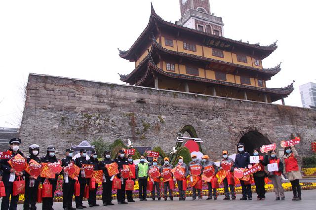 """暖心""""福袋"""",让留在宁波的他们安心过年"""