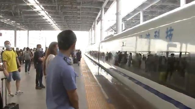 铁路端午运输启动 宁波站增开16趟临客