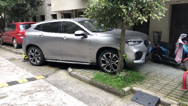 """垃圾散落、停车难……鄞州这条背街小巷""""藏""""问题"""