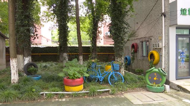 小细节大文明 80年代的垃圾房 如今成了自带小花园的服务驿站 背后有这样一群人……
