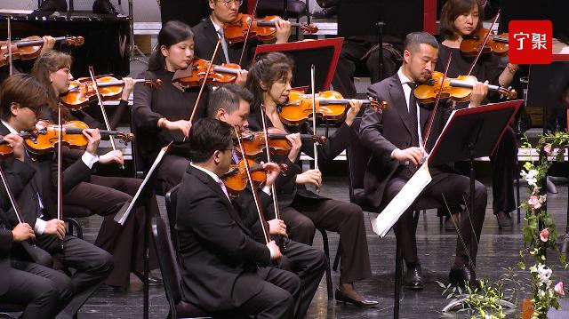 """在交响乐中感受百年党史 """"红色经典""""交响音乐会在甬城上演"""