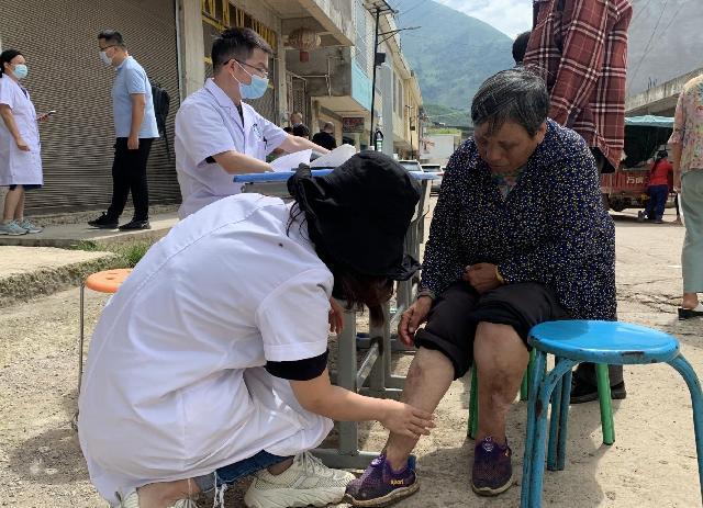 宁波医疗服务团队走进四川省凉山州普格县开展巡回义诊
